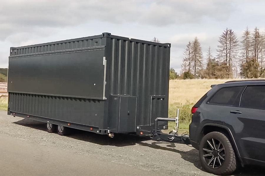 Video über absenkbaren Verkaufswagen im Seecontainer Look.