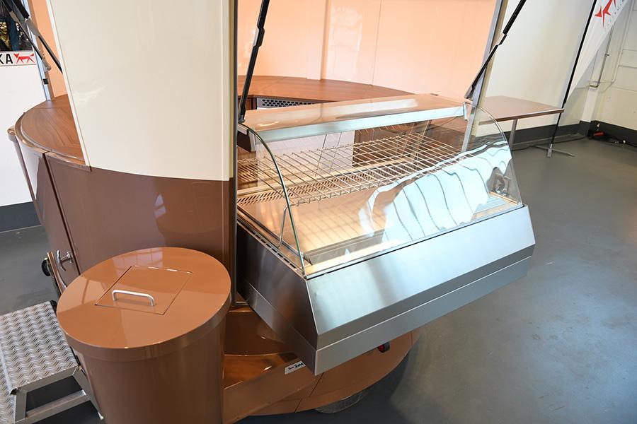 Snack-Vitrini in Kaffeemobil.