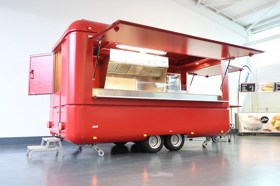 Roter Imbisswagen für Streetfood.