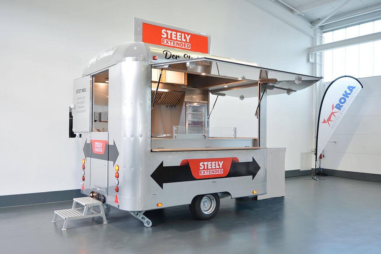 Einen silbernen Imbisswagen als Food Truck mieten.