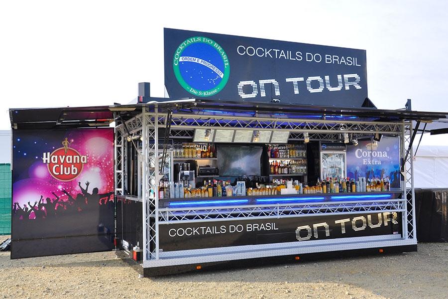 Verkaufsanhänger wird mobile Cocktailbar.