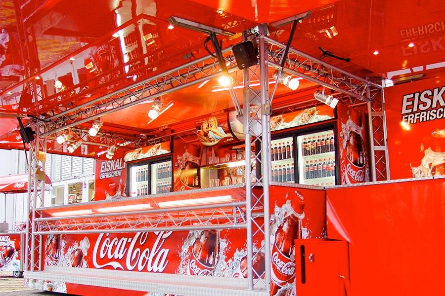 Coca Cola Promotionfahrzeug für Getränkeverkauf.