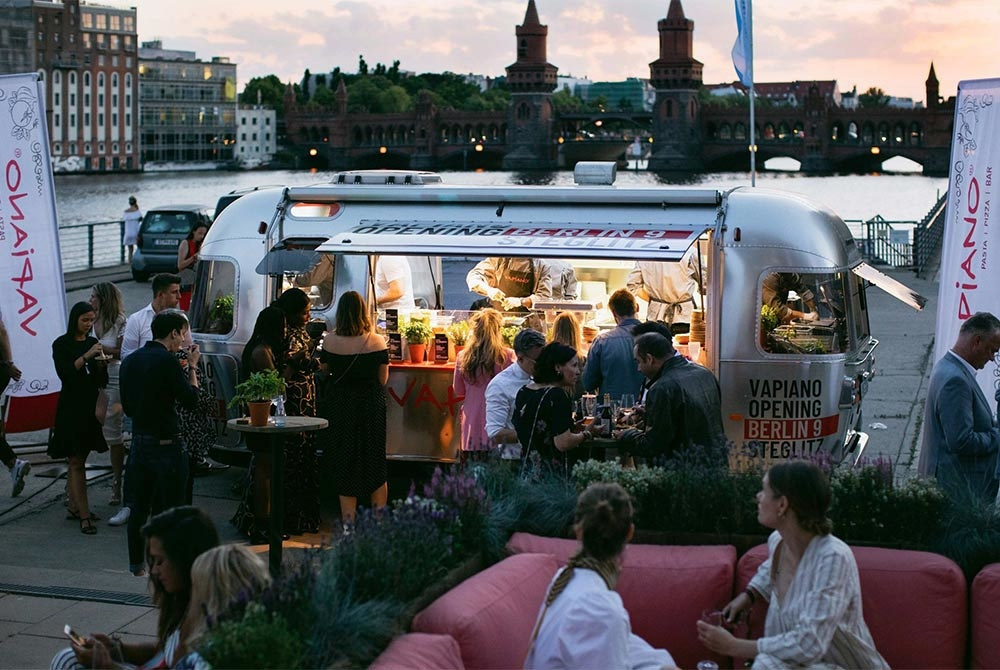 Verkaufswagen Airstream Diner für VAPIANO.