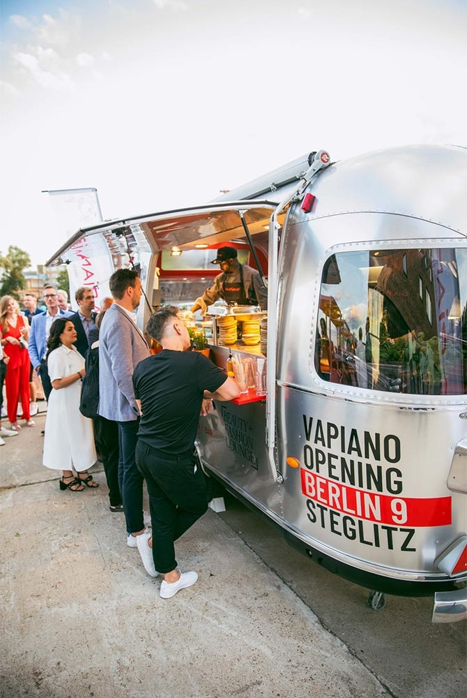 Airstream Diner, Verkaufsanhänger, Food Trailer, ROKA Verkaufsfahrzeuge