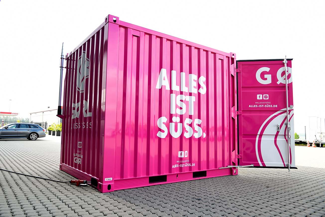 Gastro Seecontainer 10 ft für Eisverkauf von außen.