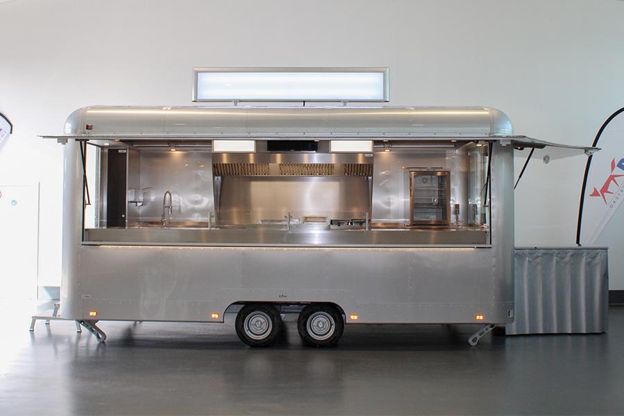 Großen Food Trailer als Food Truck mieten.