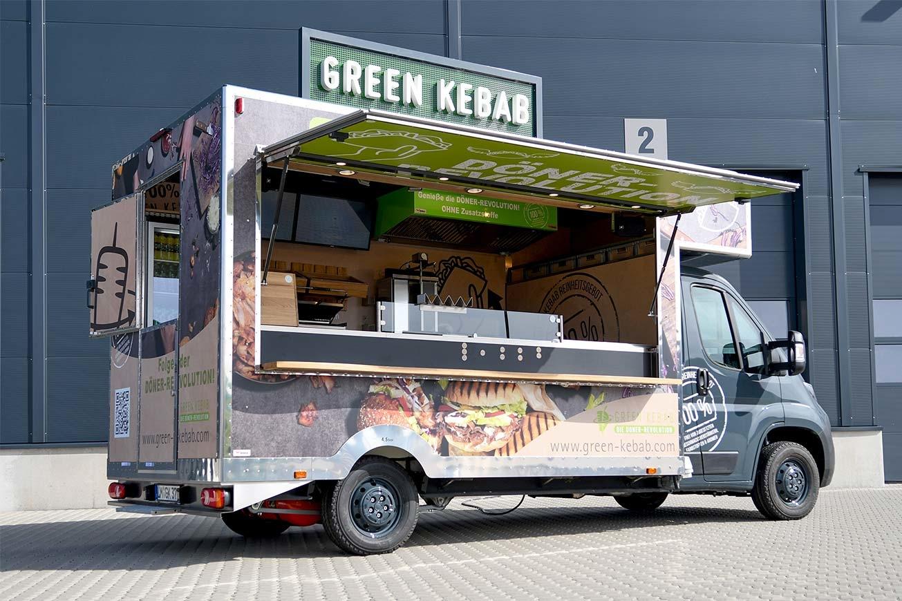 Grauer Food Truck mit Vollverklebung.
