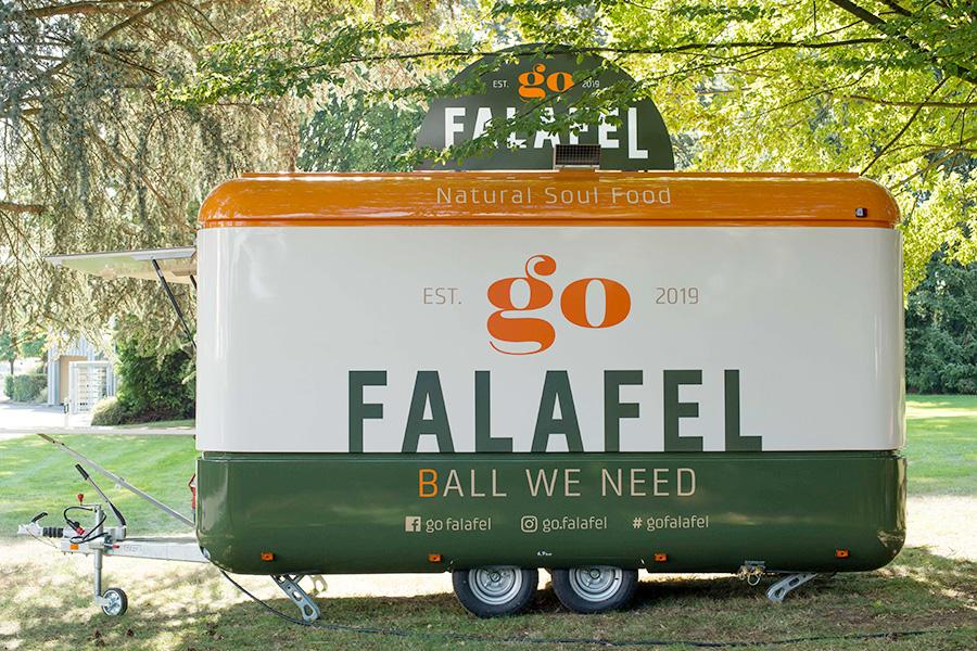 Verkaufsanhänger für Falafel-Taschen.