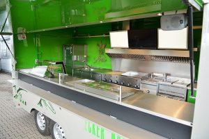 Food Truck-Ausbau mit leistungsstarken Geräten.