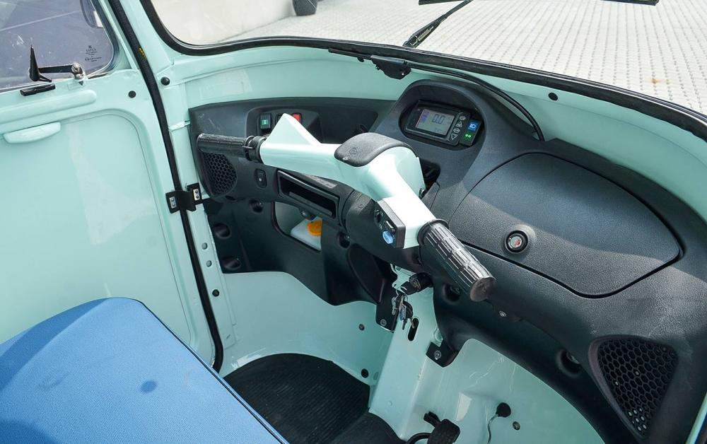 Blick in die Fahrerkabine des Eiswagen.