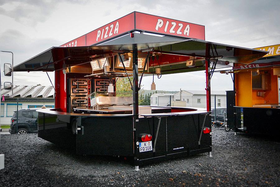 Großer Anhänger als Pizza Verkaufsfahrzeug.