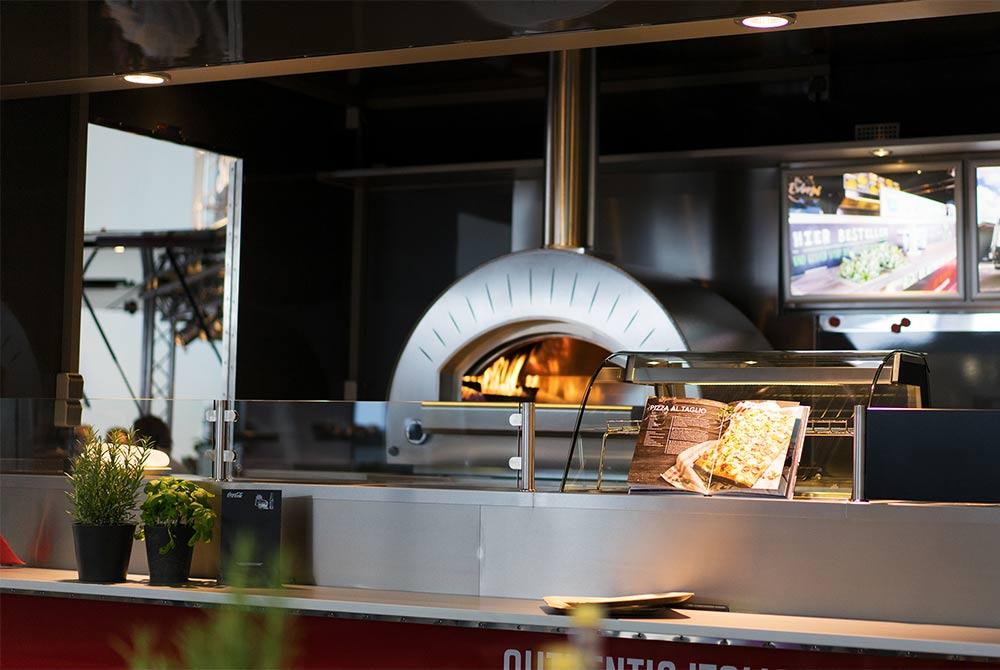 Detail eines Pizzamobils oder Pizza Food Trailer.
