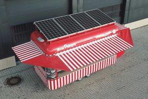 Verkaufswagen mit Solaranlage auf dem Dach.