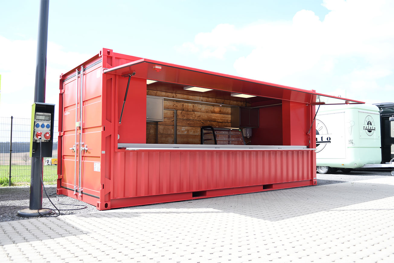 Roter Seecontainer für die Gastronomie.