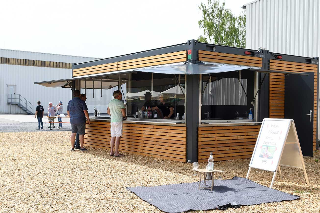 Verkaufscontainer mit Holzverkleidung für HEUCHELBERG Weingärtner
